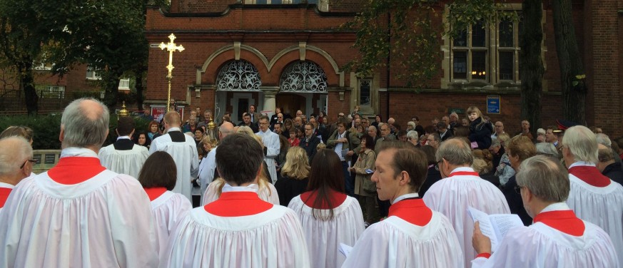 remembrance-sunday-at-st-michaels-choir-crop